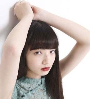 小松菜奈の赤い口紅.jpg